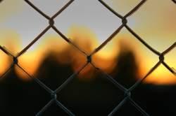 Die beiden Angeklagten müssen für mehrere Jahre hinter Gitter - Quelle: Wiki Commons / Shayan Sanyal / CC-BY-2.0