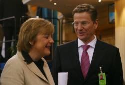 Bundeskanzlerin Angela Merkel (CDU) und Bundesaußenminister Guido Westerwelle (FDP): Öffnung der Ehe in Deutschland nicht vorgesehen - Quelle: Wiki Commons / BotMultichillT / CC-BY-3.0-DE