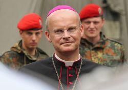 """Für Bischof Overbeck ist Homosexualität eine """"Überzeugung"""", zu der man stehen sollte - sie ist aber seiner Meinung nach auch eine Sünde. - Quelle: Bundeswehr-Fotos Wir.Dienen.Deutschland. / flickr / cc by-nd 2.0"""