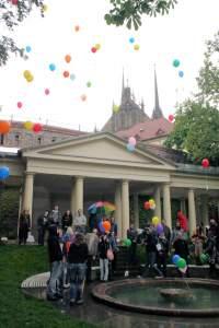Auch in anderen Ländern wurden in den letzten Jahren Rainbow-Flashmobs populär, wie etwa im tschechischen Brünn - Quelle: Wiki Commons / Bazi / CC-BY-SA-3.0,2.5,2.0,1.0GFDL