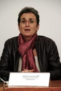 Europaparlamentarierin Ulrike Lunacek lobt den Einsatz der EU-Kommission f�r gleiche Rechte