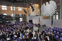 Bei namentlichen Abstimmungen füllt sich der Bundestag - Quelle: Wir.Dienen.Deutschland. / flickr / cc by-nd 2.0