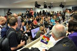 Der CSD durfte nicht auf die Stra�e und wich in ein Konferenzzentrum - Quelle: Media Center Belgrade