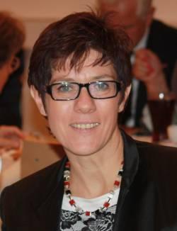 Die saarländischen Schwusos übten bereits scharfe Kritik an CDU-Ministerpräsidentin Annegret Kramp-Karrenbauer - Quelle: Wiki Commons / J. Patrick Fischer / CC-BY-SA-3.0