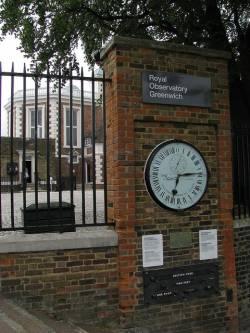 Die Handlung des Romans spielt nicht zuf�llig in Greenwich � eine Metapher f�r einen Nullpunkt in der Erz�hlzeit