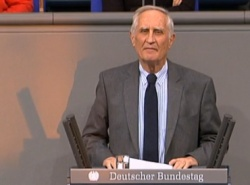 Für die Union durfte unter anderem wieder Norbert Geis (CSU) ans Pult. Auch Erika Steinbach (CDU) meldete sich mit Zwischenfragen zu Wort.