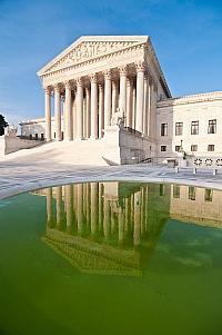 Schicker als das Bundesverfassungsgericht ist der Supreme Court in Washington. Ist er auch schneller beim Thema Ehe-Öffnung? - Quelle: Mark Fischer / flickr / cc by-sa 2.0