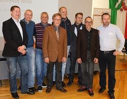 Der alte Landesvorsitzende Klaus-Peter Schäfer (4.v.l.) ist nach acht Jahren aus dem Amt ausgeschieden. Ein neuer Vorsitzender soll im Dezember bestimmt werden