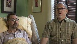 Der todkranke  John Arthur musste in einen anderen Bundesstaat fliegen, um seinen Partner zu heiraten. Das Paar ist bereits seit 20 Jahren zusammen