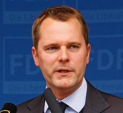 """Bundesgesundheitsminister Daniel Bahr: """"Zeigen Sie Ihre Solidarit�t, legen Sie die rote Schleife an!"""""""