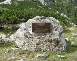 Der Gedenkstein in besseren Tagen - Quelle: DAV