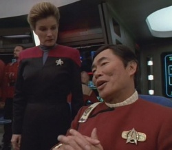 "George Takei als ""Captain Sulu"" (neben ""Captain Janeway"" alias Kate Mulgrew)"