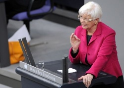 Die frühere Bundesgesundheitsministerin Gerda Hasselfeldt hält jegliches Zugeständnis an Homo-Paare ab - Quelle: Deutscher Bundestag/Lichtblick/Achim Melde