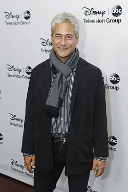 "Greg Louganis war bis letzten Monat als Mentor für Turmspringer in der amerikanischen Reality-TV-Serie ""Splash"" im US-Network ABC zu sehen - Quelle: ABC/Rick Rowell / flickr / cc by-nd 2.0"