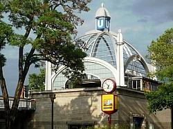 Am Freitag um 11 Uhr wird am Nollendorfplatz die CSD-Saison mit einer Regenbogenfahne eingeläutet - Quelle: Wiki Commons / Manfred Brückels / CC-BY-SA-3.0