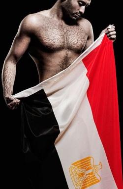 Auf Facebook präsentierte sich Sharif Jr. vor einigen Jahren mit freiem Oberkörper und ägyptischer Nationalfahne