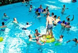 Schwule beim Planschen im Spa�bad Aqua Mundo - Quelle: Zeitgeister Agentur