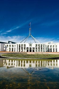 Das Parlamentsgeb�ude in Canberra - Quelle: Jonathan Lin / flickr / cc by-sa 2.0