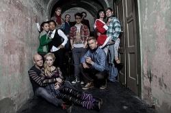Der Cast der Berliner Neu-Inszenierung - Quelle: Mark Noormann