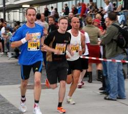 Husch, Husch, jede Minute zählt! Run of Colors-Läufer 2011 - Quelle: Aids-Hilfe Köln