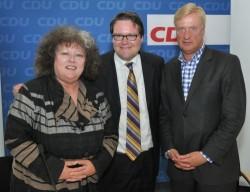 Thomas Steins mit LSU-Mitglied Regina G�rner und dem fr�heren Hamburger Regierungschef Ole von Beust - Quelle: Rainer Schadow