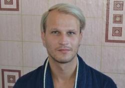 Ihar Tsikhanyuk ist von Polizeibeamten geschlagen worden, weil er sich dafür einsetzt, dass Schwule und Lesben ihre sexuelle Orientierung nicht länger verstecken müssen - Quelle: Amnesty International