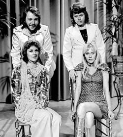 "ABBA 1974 in der niederl�ndischen TV-Sendung ""TopPop"" - Quelle: AVRO / Beeld En Geluid Wiki / cc by sa 3.0"