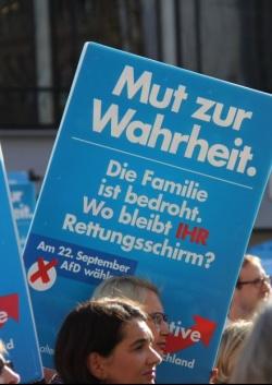 AfD-Demo am 30. August 2013 in M�nchen: Bedroht die Gleichstellung von Lesben und Schwulen die Familie? - Quelle: blu-news.org / flickr / cc by-sa 2.0