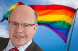 Hat das perfekte Coming-out verpasst: Umweltminister Peter Altmaier - Quelle: Wiki Commons / Magnus Manske / CC-BY-SA-2.0 und Wiki Commons / Lettres / CC-BY-SA-3.0. Montage: queer.de