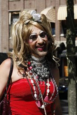 Jennifer Hopelezz, die bekannteste und gesch�ftst�chtigste Drag Queen der Stadt - Quelle: Kit
