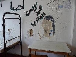 L�cher in den W�nden: Zimmer f�r unbegleitete minderj�hrige Fl�chtlinge im M�nchner Ankunftsheim - Quelle: M�nchner Fl�chtlingsrat