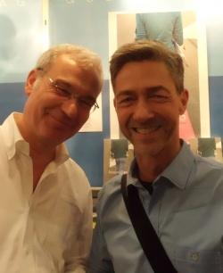 Männerschwarm-Verleger Joachim Bartholomae (li.) stellt seinen Nachwuchsautor Olav Meyer-Sievers vor - Quelle: Angelo Algieri