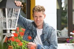 Bislang fand Denny in seinem Leben nur festen Halt bei seiner Wandlaterne - Quelle: RTL / Stefan Gregorowius