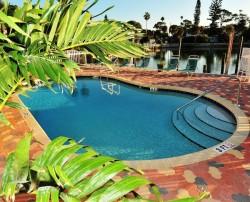 Sonnenuntergang am Strand oder im Pool? Das Bay Palms Water Resort ist ideal für verliebte Paare