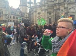 """Bereits in Dresden hatte es einen breiten wie bunten Gegenprotest zu den """"Besorgten Eltern"""" gegeben - Quelle: Dirk Ludigs"""
