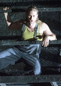 Einer der wenigen Hingucker: Der Amerikaner John Chest hat die Hauptrolle übernommen - Quelle: Marcus Lieberenz/Deutsche Oper Berlin