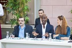 Das in der Jury links ist eindeutig nicht Dieter Bohlen, aber der in der Mitte ist echt Bruce Darnell - Quelle: RTL / Patrick Saleh-Zaki