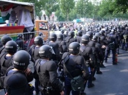 Der CSD stand in den letzten Jahren immer wieder unter Polizeischutz - notwendigerweise wie ungern - Quelle: Thomas W�st