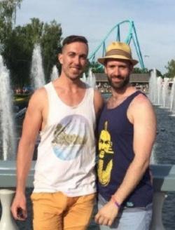 Kuscheln verboten: Brandon Hamilton und Barrett Morrison sind auch von der Reaktion der Parkleitung entt�uscht - Quelle: privat