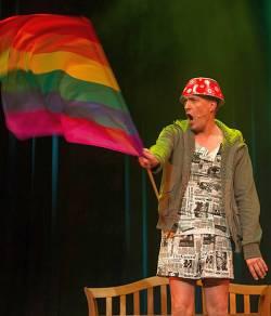 """Die One-Man-Show """"Cavequeen"""" verlangt dem talentierten Schauspieler Nik Breidenbach alles ab. - Quelle: Theater Mogul GmbH"""