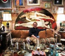Unser Autor Kevin Clarke zu Besuch in der Wohnung von Charles Leslie