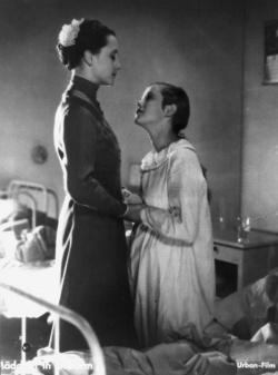 """Winsloes bekannteste Verfilmung: Szene aus """"M�dchen in Uniform"""" aus dem Jahr 1931 - Quelle: Deutsche Kinemathek"""