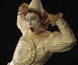 Der wei�e Clown, immer auf sein �u�eres bedacht