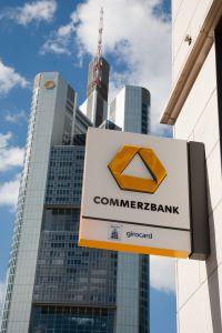 """Commerzbank in Frankfurt: Die Kollegen von """"'Männer"""" kürten die Bank zum homofreundlichstes DAX-Unternehmen"""