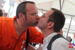 Mainzelm�nnchen b�zzt queer.de-Redakteur? Nix, hier ist AH-NRW Chef Patrik Maas pr�ventiv t�tig - Quelle: Marc Kersten FLASH / www.flash-cologne.de