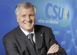 Rückt CSU-Chef Horst Seehofer künftig näher an die Lesben und Schwulen? - Quelle: CSU