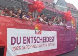 """Schwul-lesbische Aktivisten werfen der SPD vor, ihr Wahlversprechen """"100% Gleichstellung nur mit uns"""" gebrochen zu haben"""