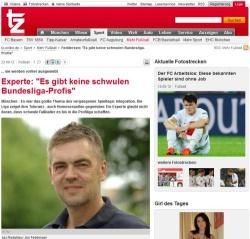 Jan Feddersen ist plötzlich Fußballexperte und redet, neben dem Girl des Tages, über die besondere Heteronormativität im Fußball