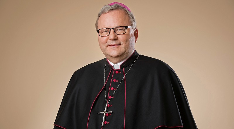 Erster katholischer Bischof für Segnung homosexueller Paare