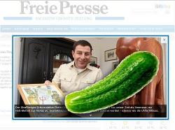 """In der """"Freien Presse"""" zeigt Blechschmidt stolz seinen Holzelefanten, jetzt hat er auch noch unsere Homogurke - Quelle: Screenshot Freie Presse, Montage queer"""